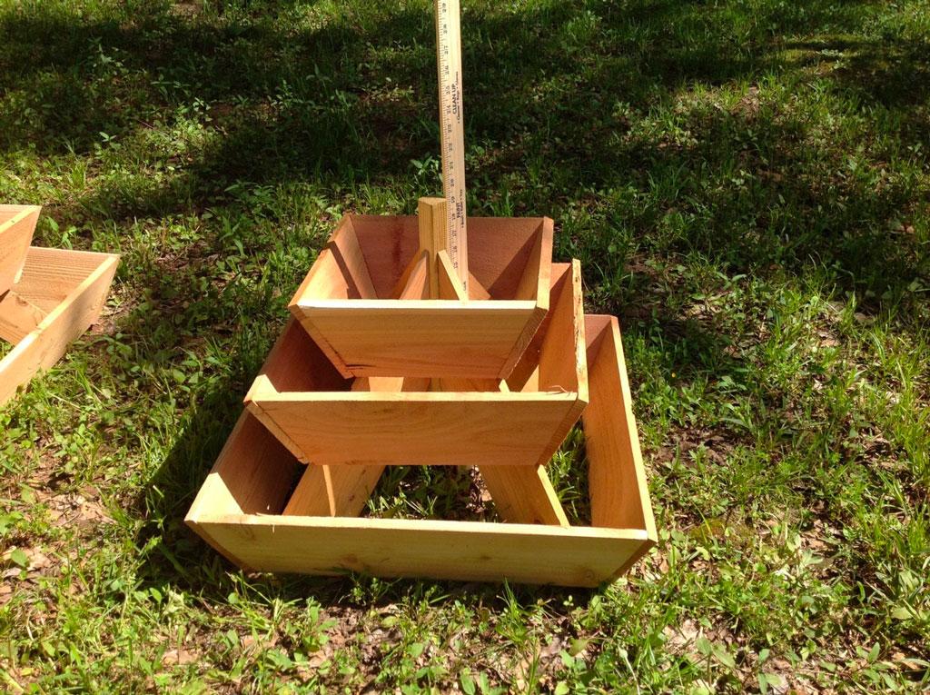 ¿Cómo construir un jardín piramidal?